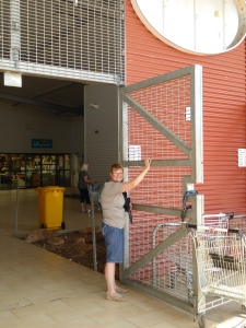 Security at Fitzroy Crossing shopping area!!!!!!!!!!!!!!